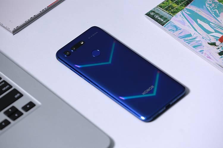 荣耀V20上手:与nova4相比,你会买哪个挖孔屏手机?