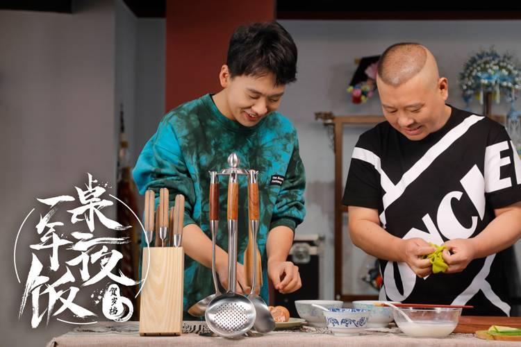 父子齐下厨,郭德纲和郭麒麟的料理魔术:赛螃蟹