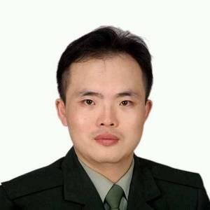 华厦眼科 副总裁 张昊志