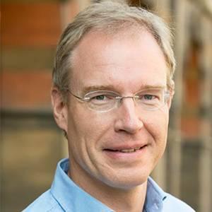 麦肯锡 全球资深董事合伙人、亚洲运营咨询业务及物 Karel Eloot