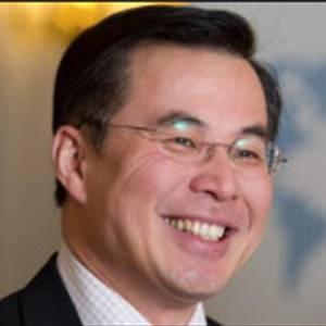 沃夫逊医学图像计算实验室 主任兼创始人、英国皇家工程院院士、帝国理 杨广中