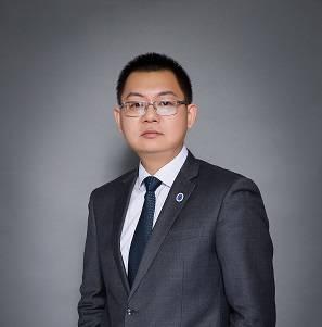北大医疗 党委副书记、副总裁   范晶