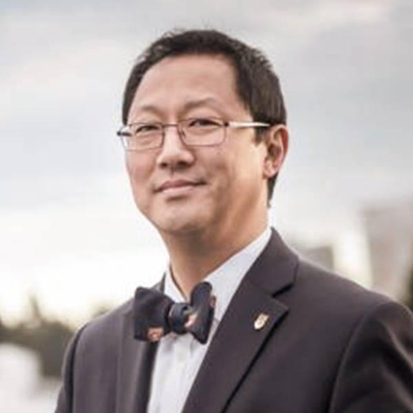 UBC 主席 Santa Ono