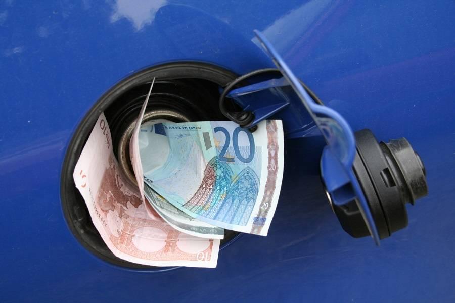 补贴政策切换,车企表态明起涨价,消费者能接受吗?