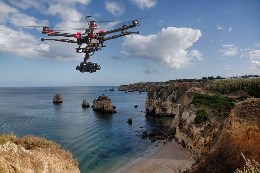 无人机和大海