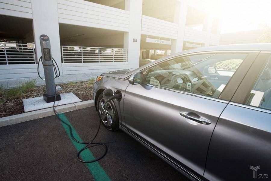 """行业""""大咖""""解密新能源汽车保值率"""