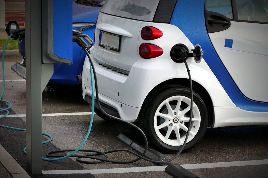 新能源汽车的尴尬:自身成本倒挂,对手却在降价