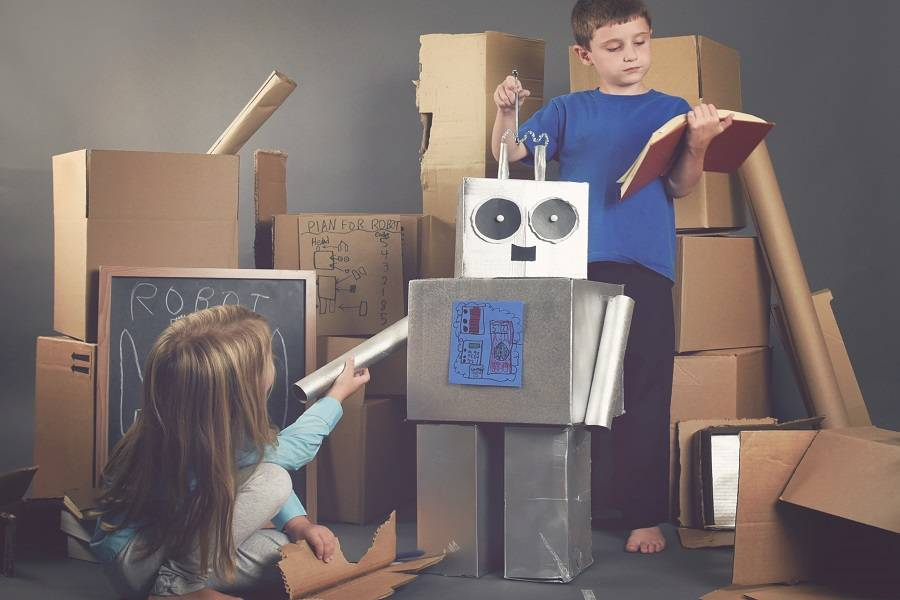 """軟萌的""""銀行機器人""""背后,卻是一個大漢在操控?"""