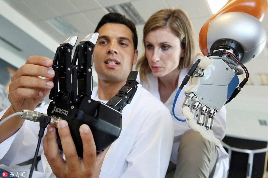 万众期待却用处有限,智能安防机器人的尴尬境地