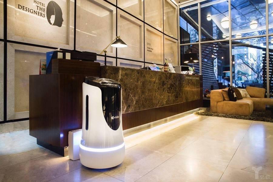 云迹酒店送物机器人,服务机器人,酒店业,机器人生态,云迹科技