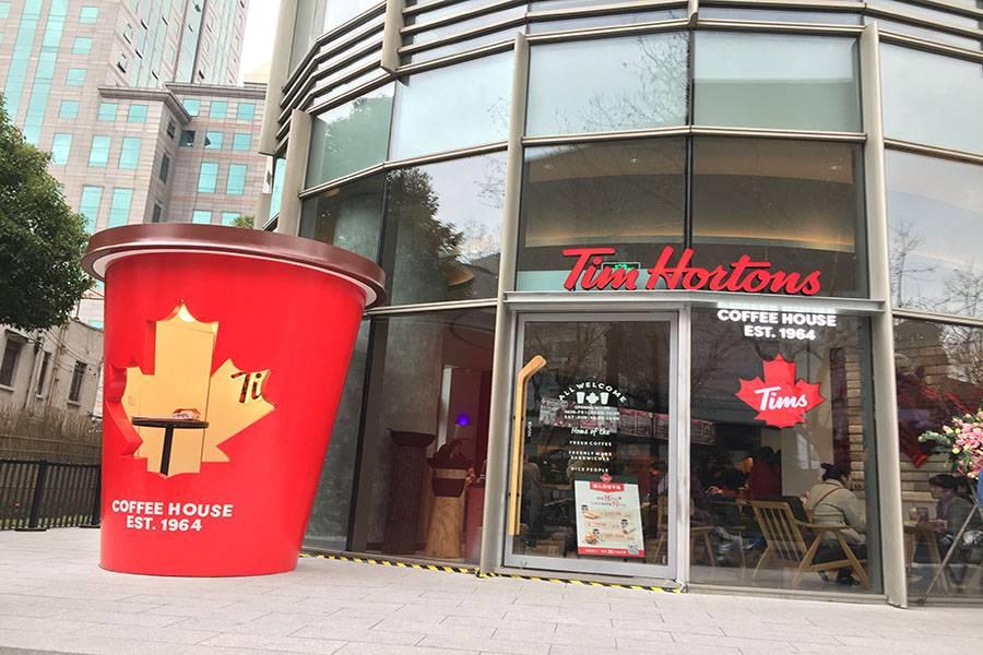 探访丨加拿大国民品牌Tim Hortons中国首店,排队50分钟吃到魔都定制