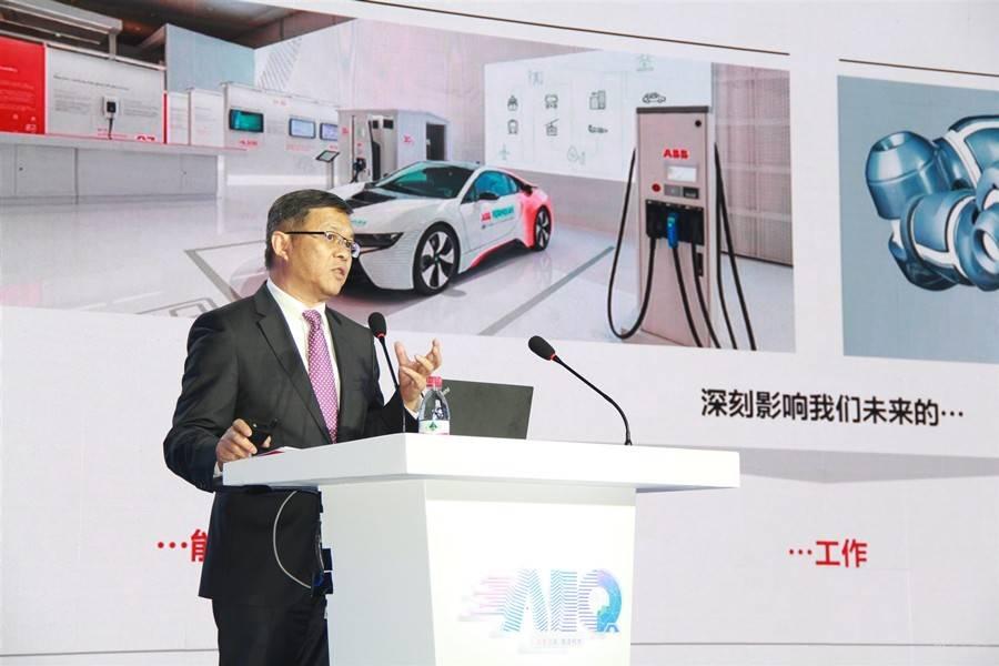 人机协作迈入新阶段,谁会引领机器人产业未来发展?