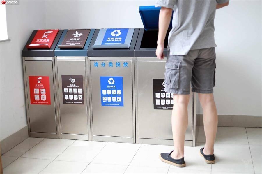 垃圾分类把你逼疯了吗?让这些垃圾分拣机器人试试