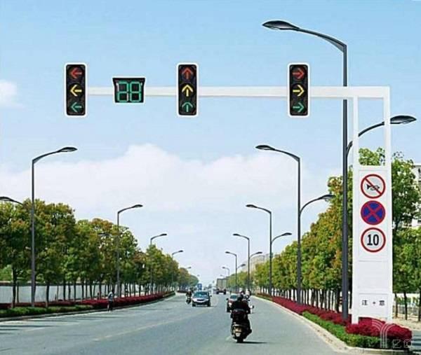 億歐智庫:上海市智能交通信號燈管理系統.jpg