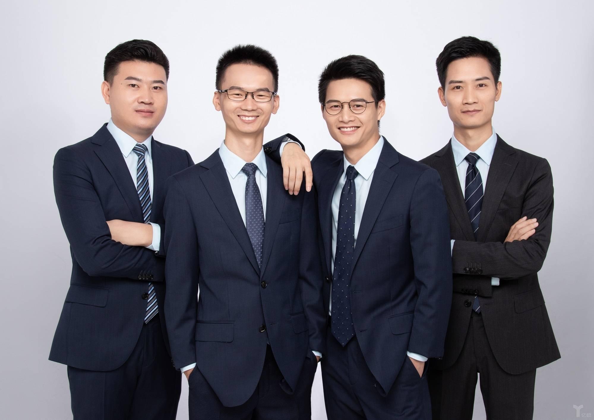 李雷达和他的团队:李雷达  周勇国  伍龙辉  朱忠辉 (从左至右)