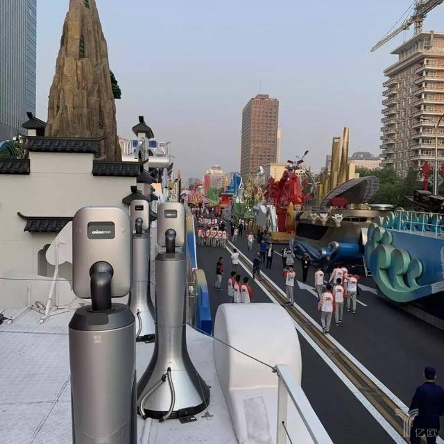 用心AI中国:国庆彩车上的猎户星空机器人