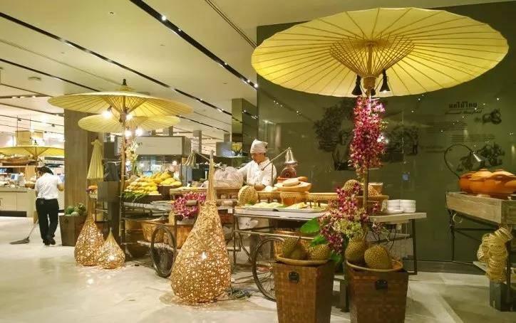 亿欧智库:曼谷 Central Embassy的美食广场.jpg