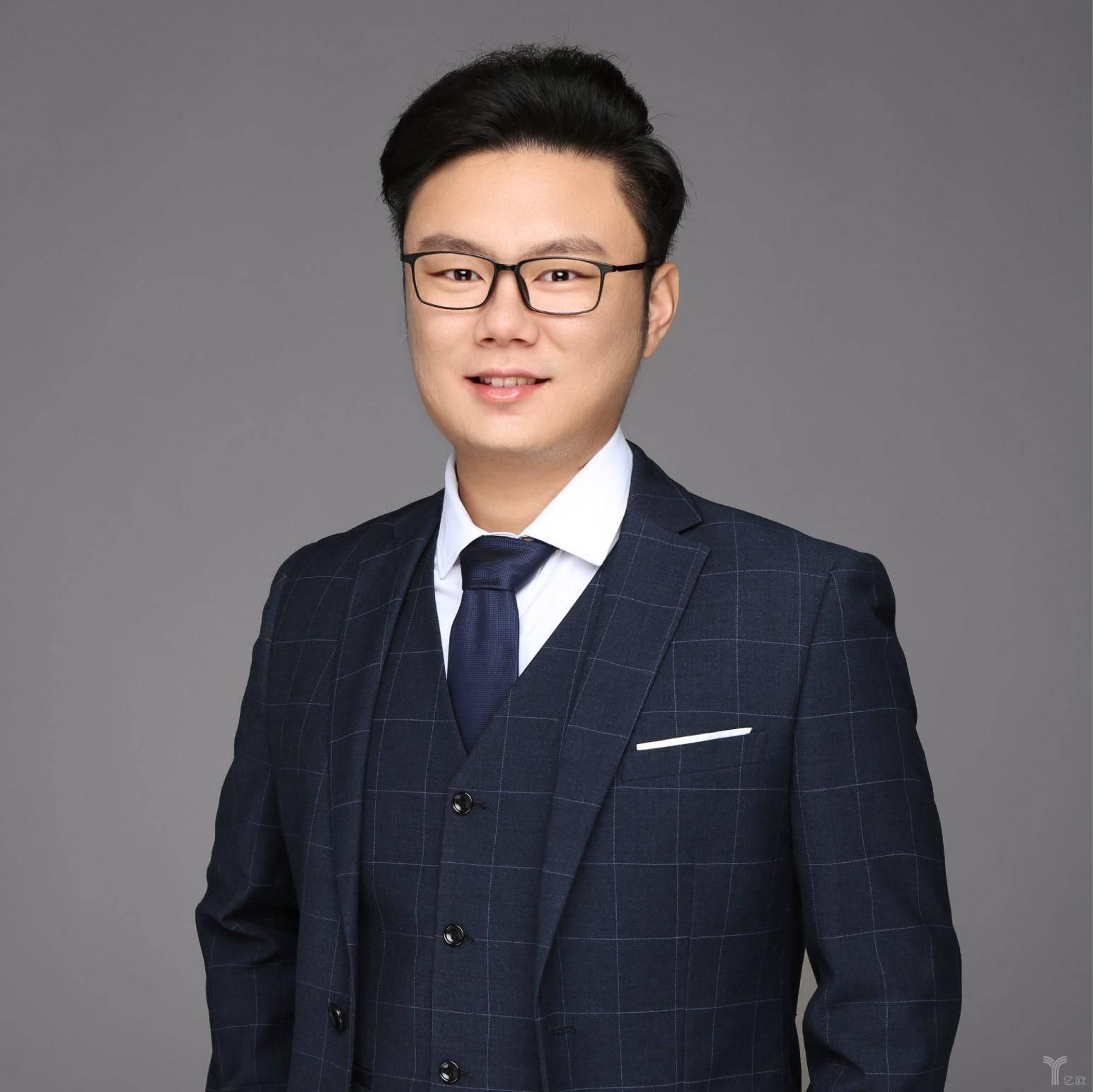王盛泽, 蚂蚁金服智能科技的高级分析师、市场研究负责人.jpg