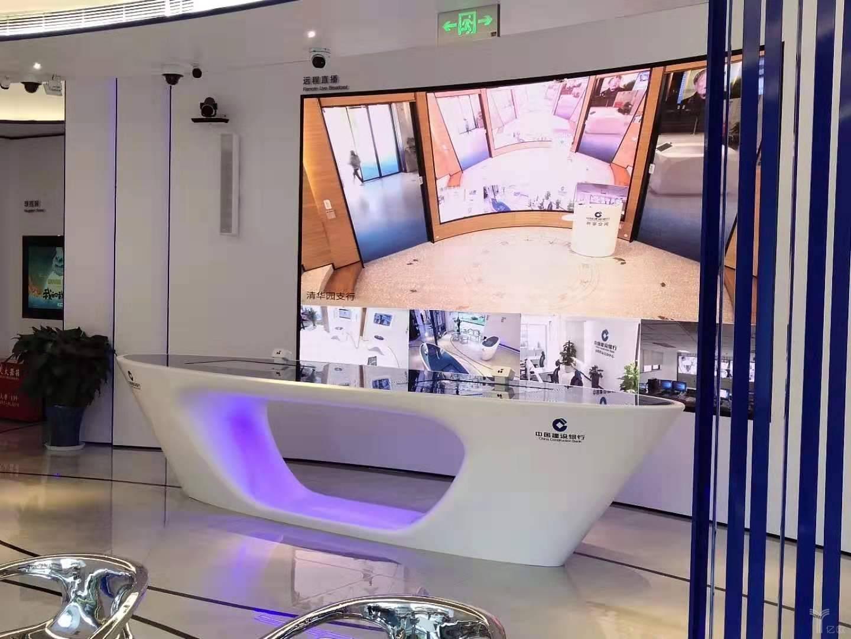"""亿欧智库:中国建设银行""""5G+智能银行""""建国支行互动桌面"""