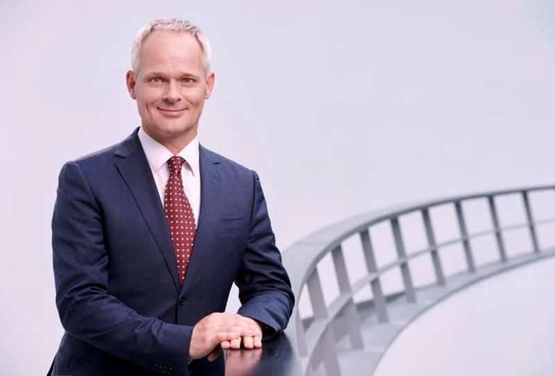 宝马集团电子电器业务高级副总裁格罗特博士/宝马集团