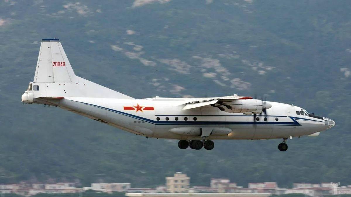 诞生于这一时期的运-8飞机,  成为日后中国空军相当长一段时期内的主力运输机。