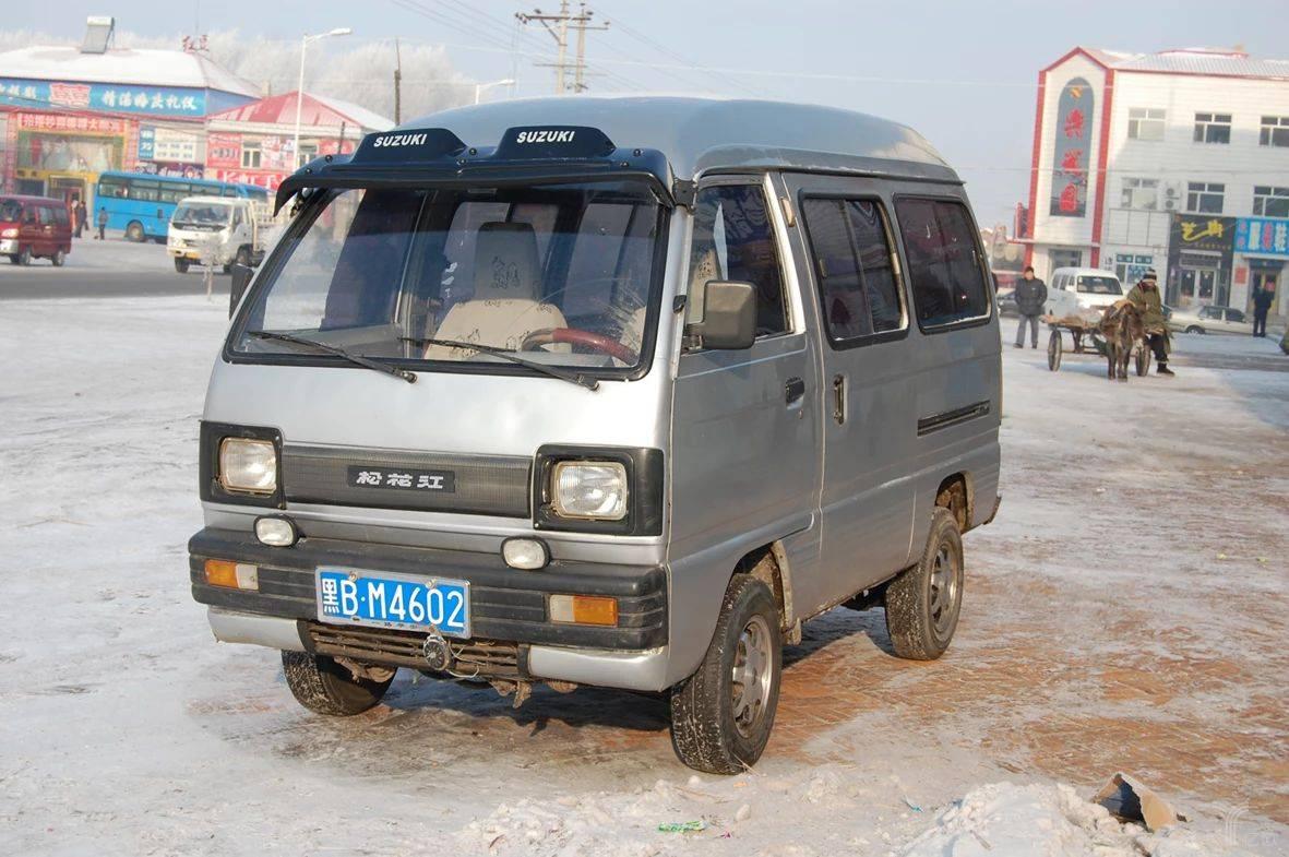 松花江面包车作为当时哈飞汽车生产的经典车型,  成为无数人的怀念。