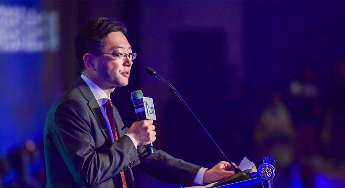 上海市商务委副主任杨朝为本次峰会发表致辞
