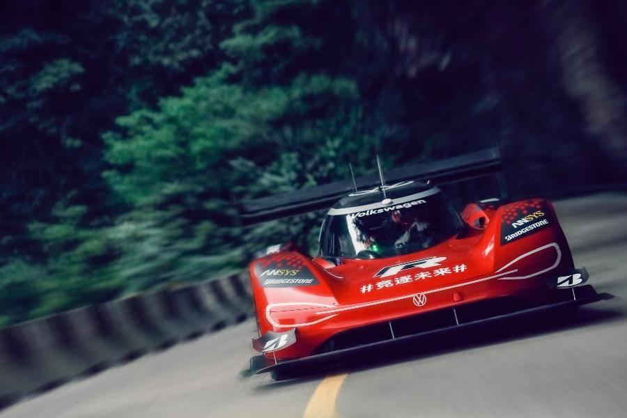 大众ID·R纯电汽车7分38秒,在天门山破最快吉尼斯记录
